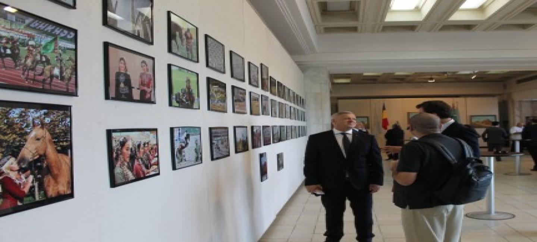 Открытие выставки объектов туркменской культуры и искусства в Парламенте Румынии
